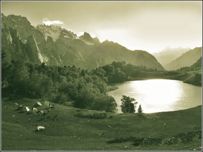 Kutwal Lake,The Karakorams - Image: http://www.flickr.com/photos/tree_elf/326542050/in/set-72157611500691940/