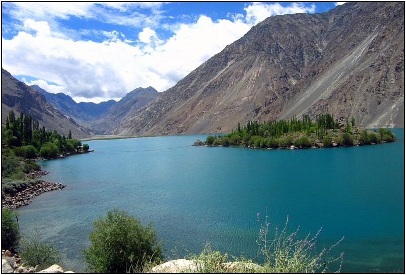 Satpara Lake, Pakistan - Image: http://www.flickr.com/photos/tree_elf/311057780/in/set-1175068/