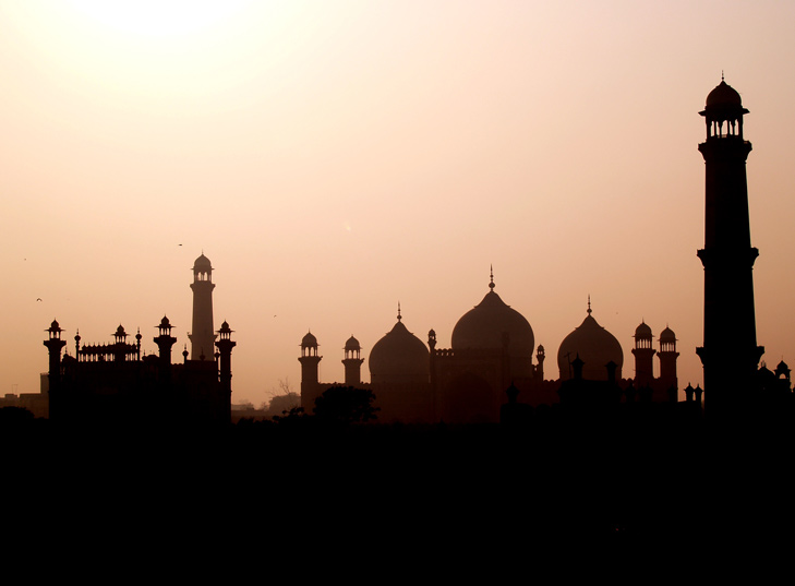 Badshahi mosque, Lahore, Pakistan - Image: http://www.flickr.com/photos/98122895@N00/1364876659