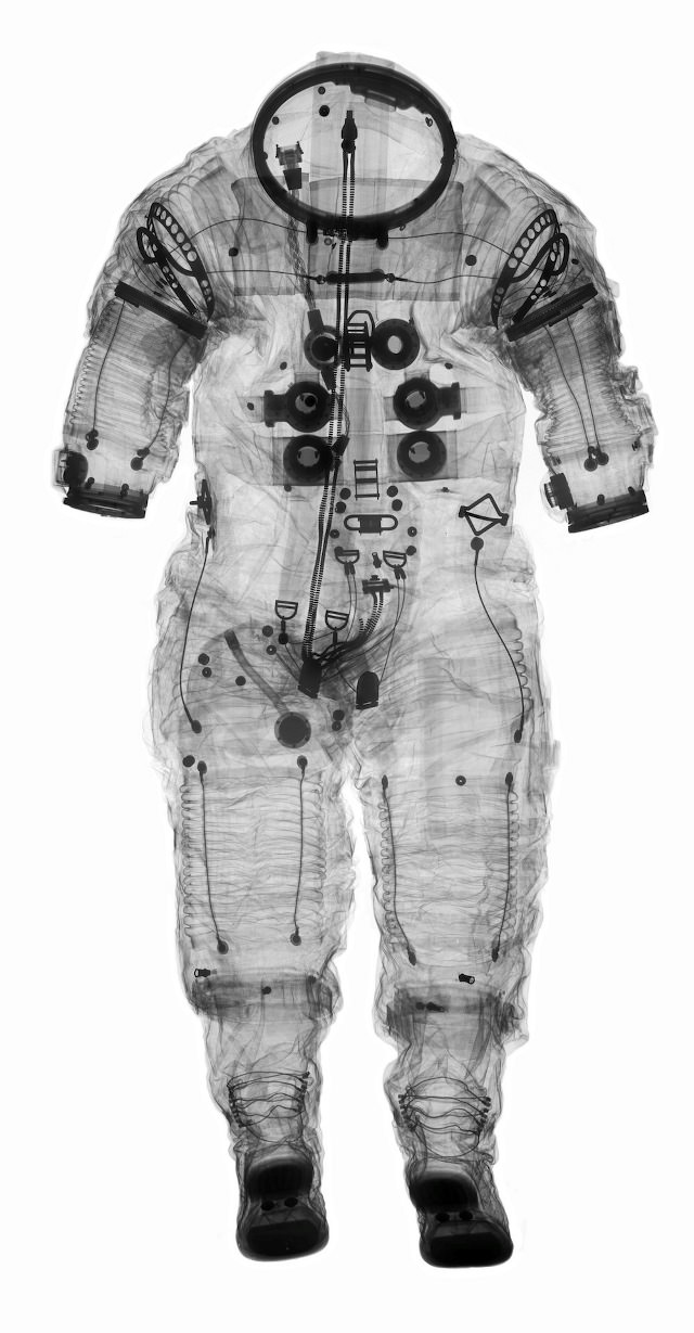 space-suit_apollo_xray