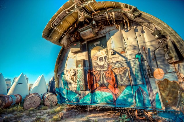 Artists give new life to abondoned planes (1)