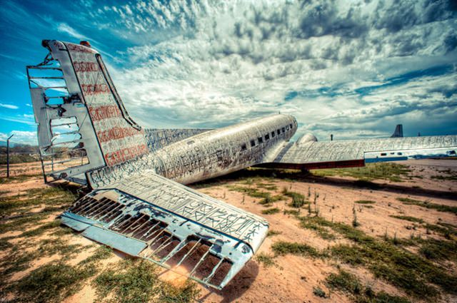 Artists give new life to abondoned planes (15)