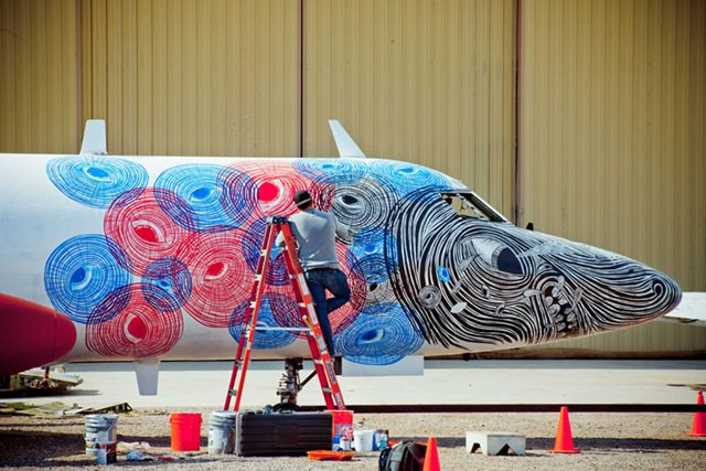 Artists give new life to abondoned planes (6)