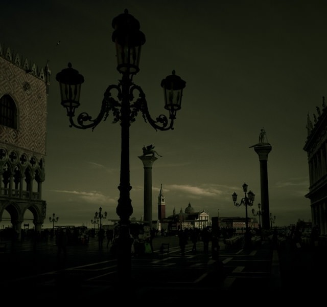 Venice in Darkness (4)