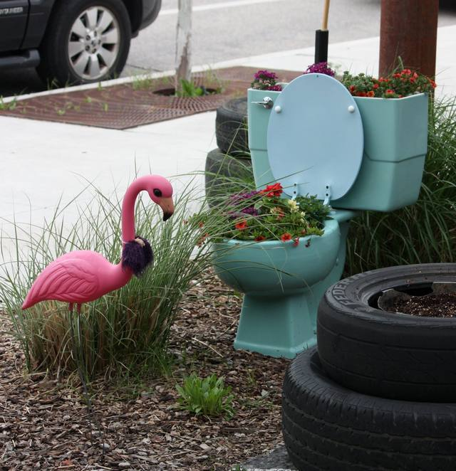 toilet_and_flowers_3
