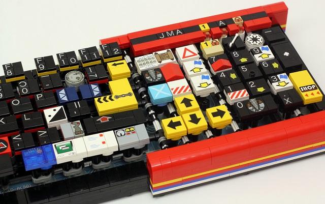 LEGO_keyboard_640px