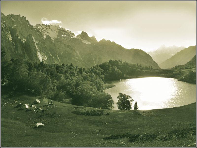 Kutwal Lake,The Karakorams - Image: https://www.flickr.com/photos/tree_elf/326542050/in/set-72157611500691940/