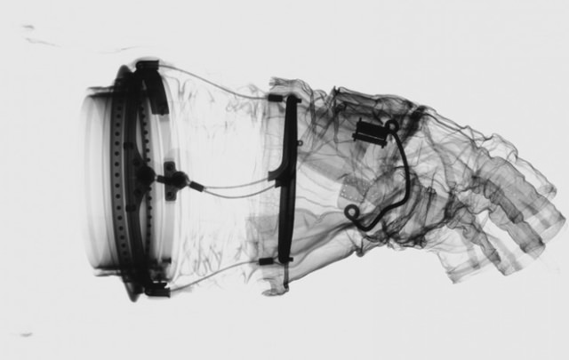 space-suit_apollo_xray_leg