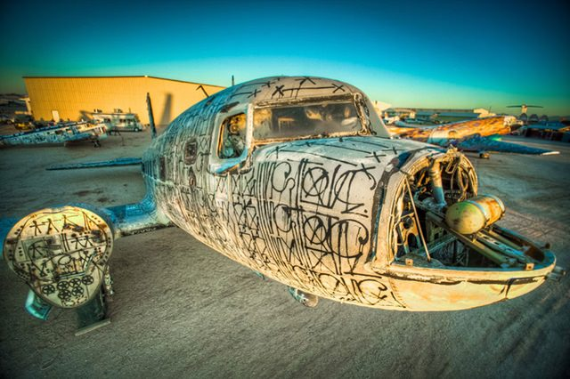 Artists give new life to abondoned planes (10)