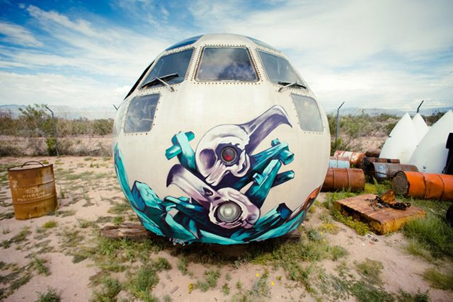 Artists give new life to abondoned planes (2)