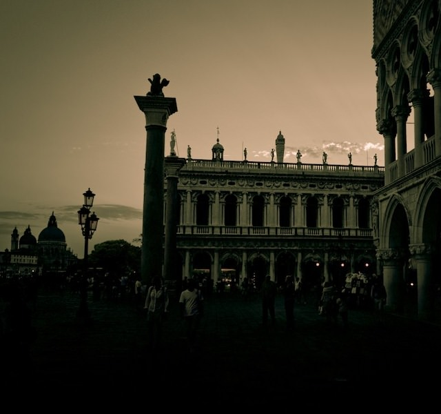 Venice in Darkness (3)