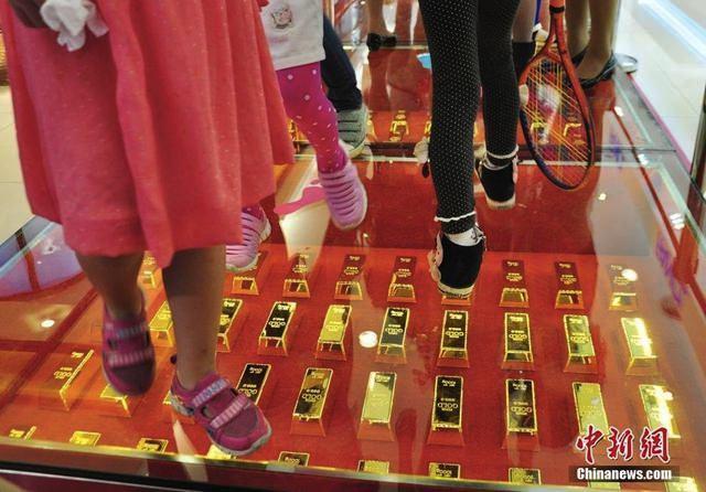 Hubei-Golden-Walkway-3